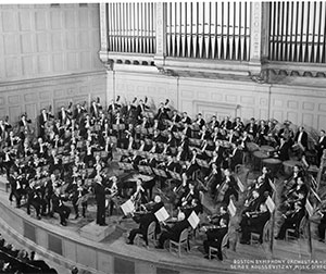 Serge Koussevitzky and the BSO on the stage of Symphony Hall, 1947. Photograph by Fay Foto, Boston, courtesy BSO Archives